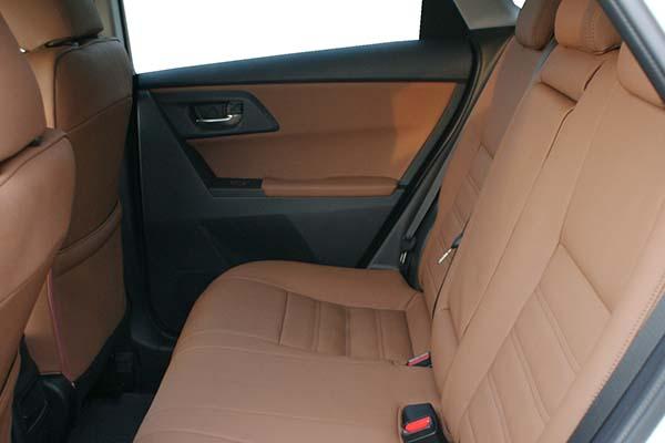 Toyota Auris Alba eco-leather Kaneelbruin Achterbank