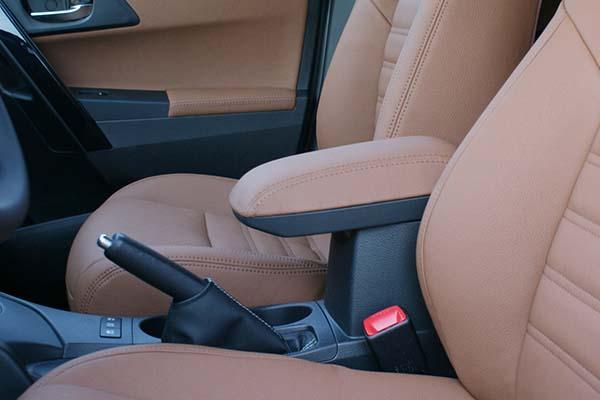 Toyota Auris Alba eco-leather Kaneelbruin Detail